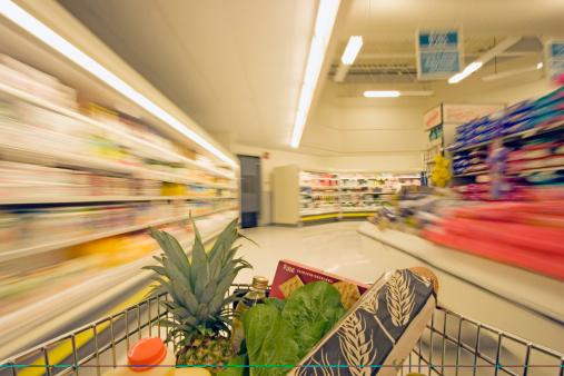 Aisle「Shopping cart in grocery store」:スマホ壁紙(9)