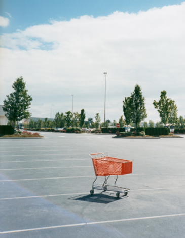 Supermarket「Shopping Cart in Parking Lot」:スマホ壁紙(5)