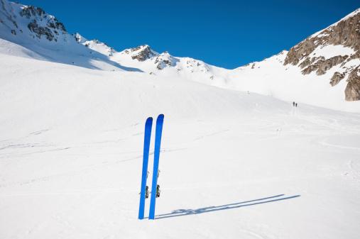 ラグラーブ「冬の山でのスキー風景」:スマホ壁紙(16)