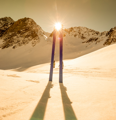 ラグラーブ「冬の山でのスキー風景」:スマホ壁紙(18)