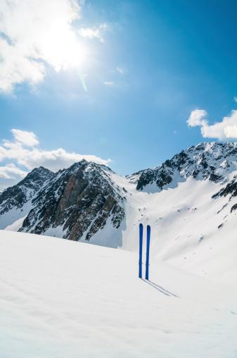 ラグラーブ「冬の山でのスキー風景」:スマホ壁紙(4)