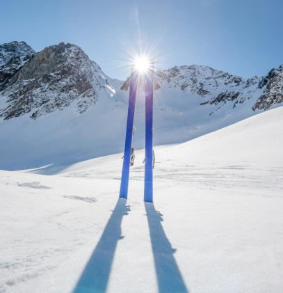 ラグラーブ「冬の山でのスキー風景」:スマホ壁紙(10)