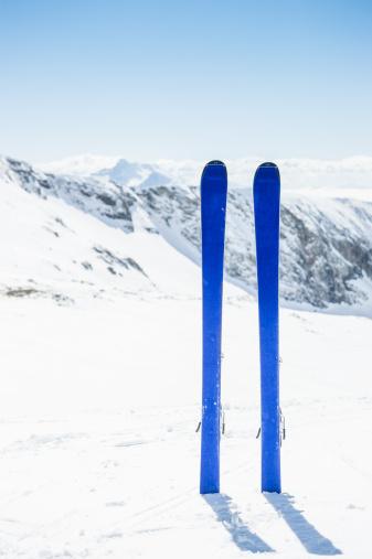 ラグラーブ「冬の山でのスキー風景」:スマホ壁紙(11)