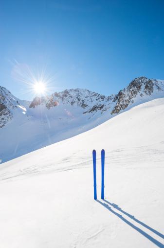 ラグラーブ「冬の山でのスキー風景」:スマホ壁紙(15)