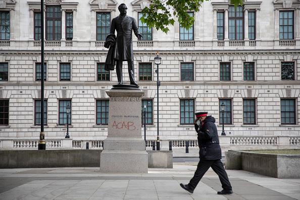 Graffiti「Statues Draw Ire And Renewed Scrutiny Amid Anti-Racism Protests」:写真・画像(18)[壁紙.com]