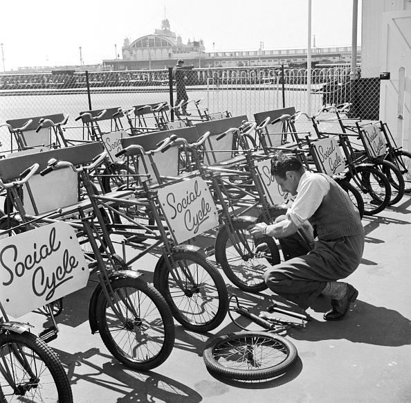 Fred Morley「Social Cycles」:写真・画像(0)[壁紙.com]