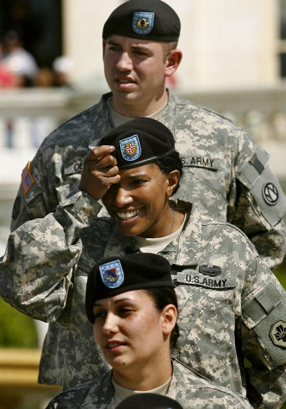 Beret「Ceremony Reenlists Injured Soldiers Into U.S. Army Reserve」:写真・画像(8)[壁紙.com]
