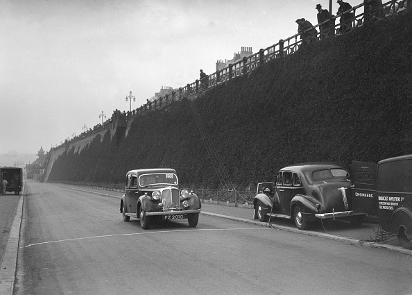 Water's Edge「Rover saloon of A Corrie competing in the RAC Rally, Madeira Drive, Brighton, 1939」:写真・画像(5)[壁紙.com]