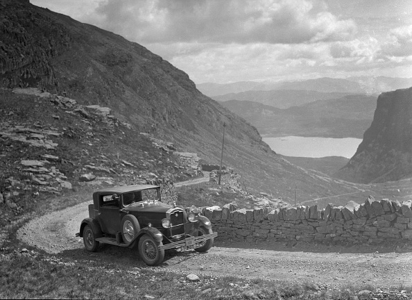 Curve「Rover saloon of I Ramsay competing in the RSAC Scottish Rally, 1936」:写真・画像(3)[壁紙.com]