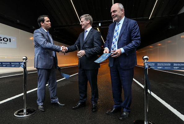 Transport Minister「Aucklanders Celebrate Waterview Connection Tunnel Opening」:写真・画像(1)[壁紙.com]