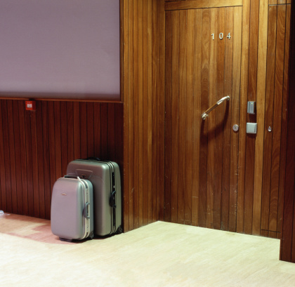 Number 4「Luggage outside hotel room」:スマホ壁紙(14)