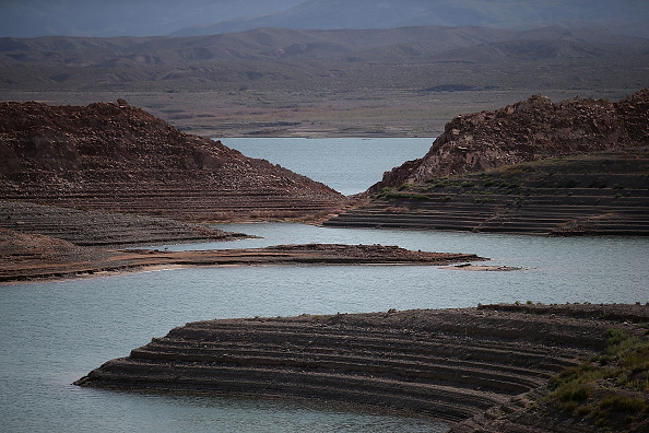 Surface Level「Lake Mead At Historic Low Levels Amid Drought In West」:写真・画像(17)[壁紙.com]