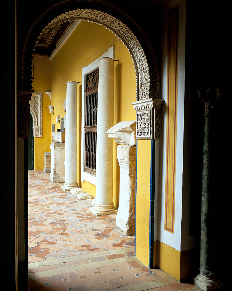 Tiled Floor「Doorway with arch and pillars」:写真・画像(1)[壁紙.com]