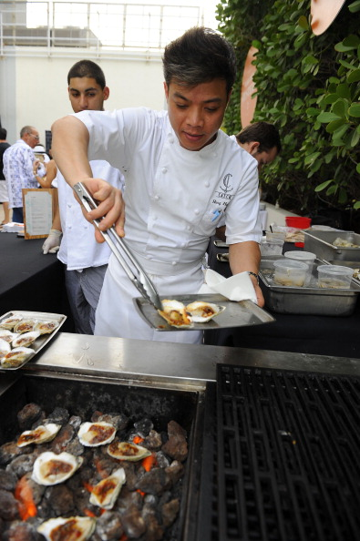Mollusk「Oyster Bash presented By Island Creek Oysters Hosted By Ming Tsai And Jeremy Sewall - Food Network South Beach Wine & Food Festival」:写真・画像(9)[壁紙.com]