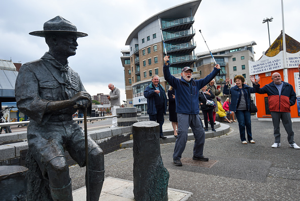 Finnbarr Webster「Baden-Powell Statue To Be Removed From Poole Quay」:写真・画像(11)[壁紙.com]