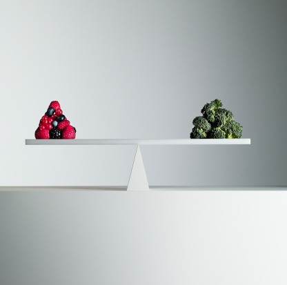 Equality「Berries and broccoli balanced on opposite ends of seesaw」:スマホ壁紙(9)