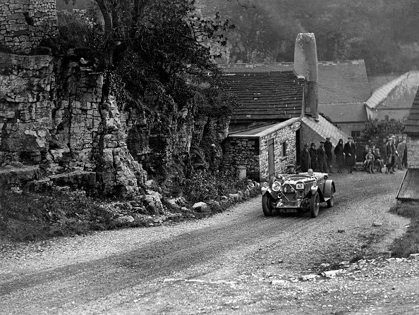 Country Road「Lagonda of Lord de Clifford competing in the MCC Sporting Trial, Litton Slack, Derbyshire, 1930」:写真・画像(2)[壁紙.com]