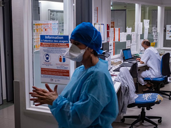 France「French Hospitals Under Pressure With Covid-19 Patients」:写真・画像(14)[壁紙.com]