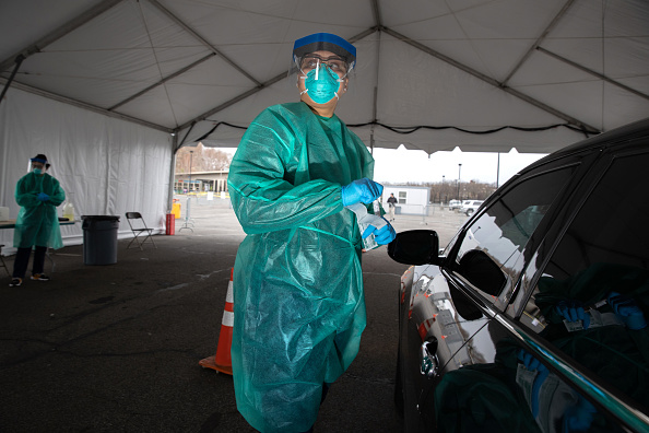 Doctor「New Yorkers Get Coronavirus Tests At Lehman College In The Bronx」:写真・画像(11)[壁紙.com]