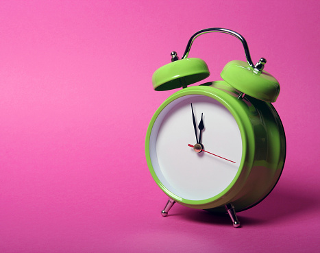 Hour Hand「Classic green alarm clock on vibrant pink background」:スマホ壁紙(8)