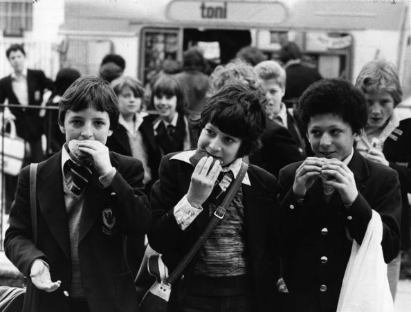 Hamburger「Schoolboys Eating」:写真・画像(11)[壁紙.com]