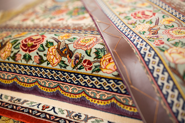 Finance and Economy「Oriental Rug Specialist Displays Hand Knotted Carpets」:写真・画像(12)[壁紙.com]