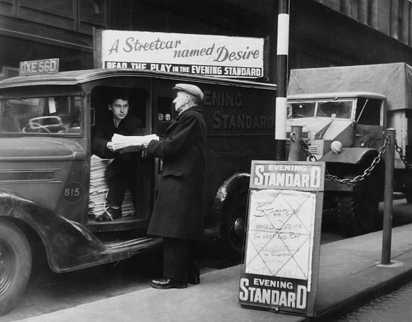 1949「Newspaper Seller」:写真・画像(11)[壁紙.com]