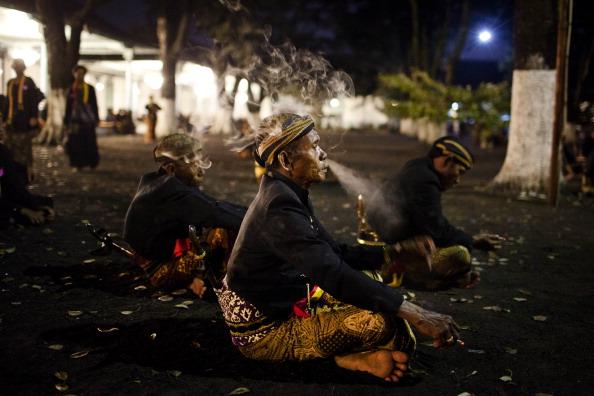 Waiting「Javanese People Celebrate Islamic New Year」:写真・画像(3)[壁紙.com]
