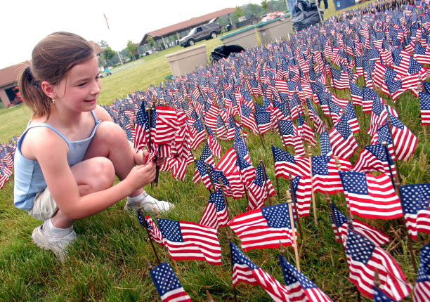 Sixty Thousand American Flags Set Up In Size And Shape Of Vietnam Veterans Memorial:ニュース(壁紙.com)