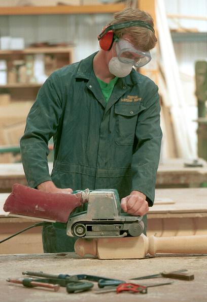 Belt「Woodmachining. Operative using a electrical belt sander.」:写真・画像(12)[壁紙.com]