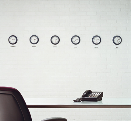 Clock「Different time zone clocks on wall in office」:スマホ壁紙(12)