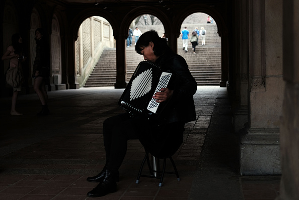 Accordion - Instrument「New York City Basks In Early Warm Spring Weather」:写真・画像(13)[壁紙.com]
