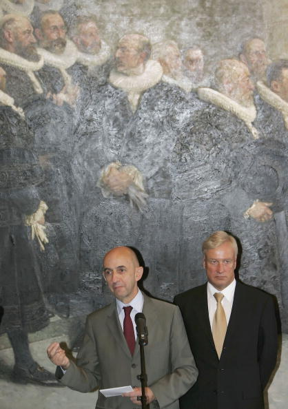 Wooden Post「Mayor Ole von Beust Meets New Airbus CEO Louis Gallois」:写真・画像(3)[壁紙.com]