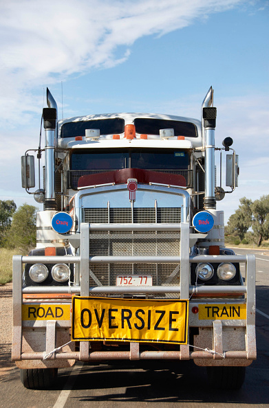 Front View「Roadtrain truck in outback Australia」:写真・画像(4)[壁紙.com]