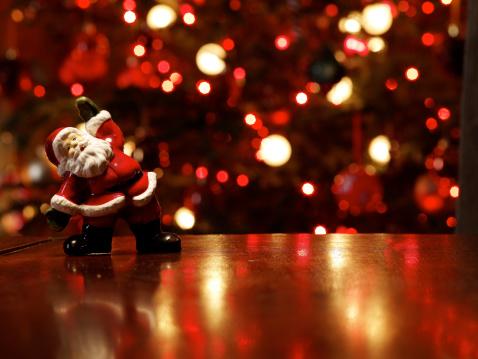 Celebration「Santa figurine on table in front of Christmas tree」:スマホ壁紙(12)