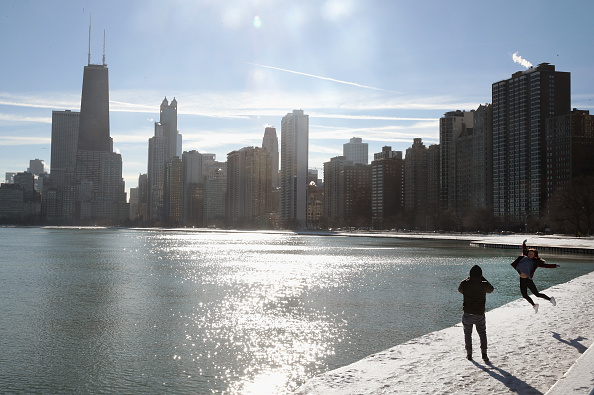 Chicago - Illinois「Frigid Arctic Blast Sends Chicago Temperatures Into Single Digits」:写真・画像(12)[壁紙.com]