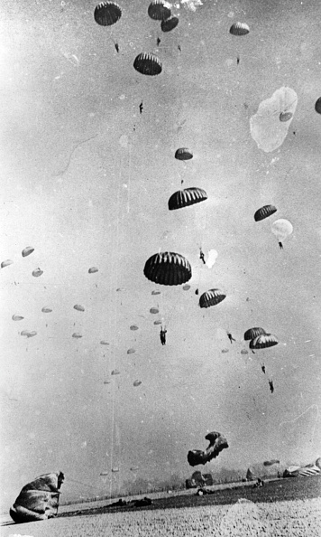 Crossing「Parachutes Over Rhine」:写真・画像(5)[壁紙.com]