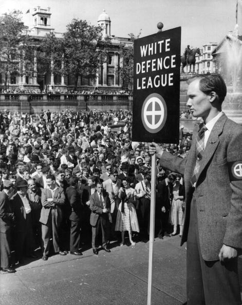 Banner - Sign「Racist Rally」:写真・画像(5)[壁紙.com]