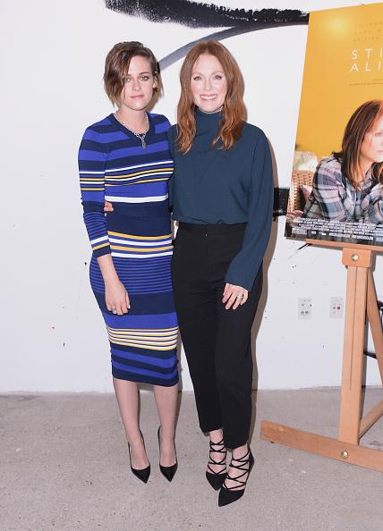 Three Quarter Length Sleeve「AOL's BUILD Speaker Series: Julianne Moore And Kristen Stewart」:写真・画像(14)[壁紙.com]