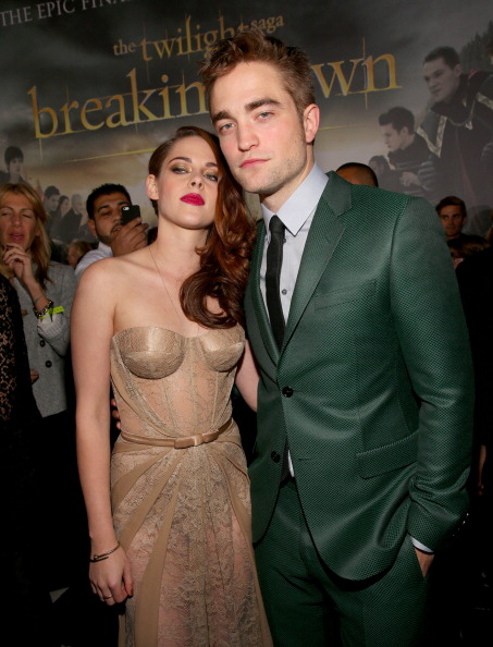 Robert Pattinson「Premiere Of Summit Entertainment's 'The Twilight Saga: Breaking Dawn - Part 2' - Red Carpet」:写真・画像(13)[壁紙.com]