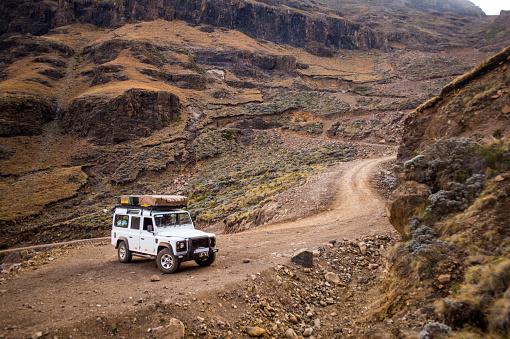 Lesotho「Manuevering the Sani Pass」:スマホ壁紙(6)