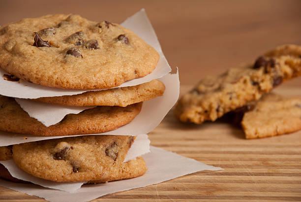 Gourmet Chocolate Chip Cookies on Tray:スマホ壁紙(壁紙.com)