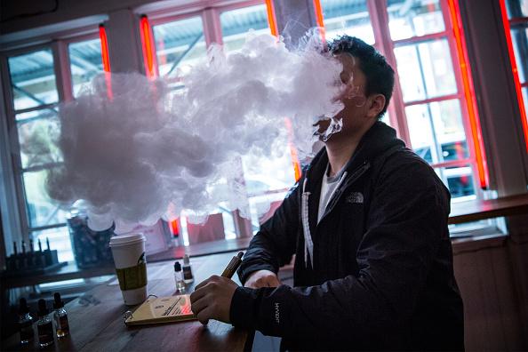 Andrew Burton「New E-Cigarette Regulations Go Into Effect In New York City And Chicago」:写真・画像(16)[壁紙.com]