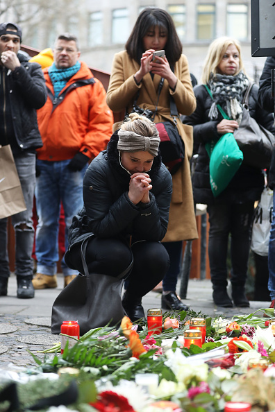 flower「Lorry Drives Through Christmas Market In Berlin」:写真・画像(18)[壁紙.com]