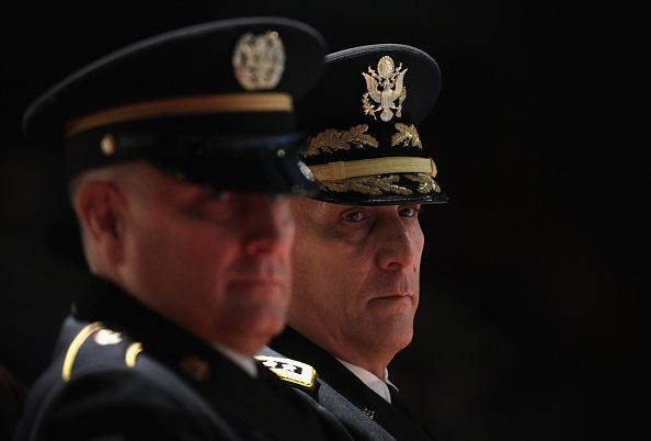 Daniel Gi「Army Chief Of Staff Gen. Raymond Odierno Attends Retirement Ceremony Of Sgt. Maj. Chandler」:写真・画像(13)[壁紙.com]