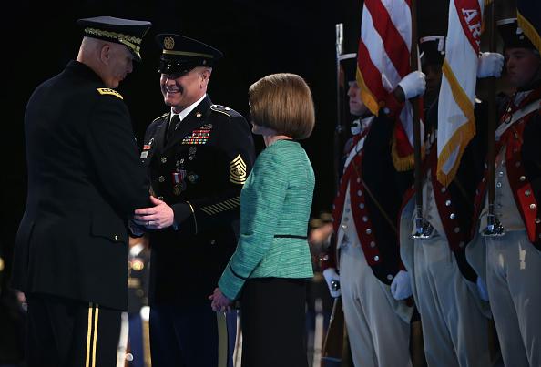 Daniel Gi「Army Chief Of Staff Gen. Raymond Odierno Attends Retirement Ceremony Of Sgt. Maj. Chandler」:写真・画像(14)[壁紙.com]