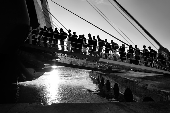 In A Row「Refugees On Lesbos」:写真・画像(9)[壁紙.com]