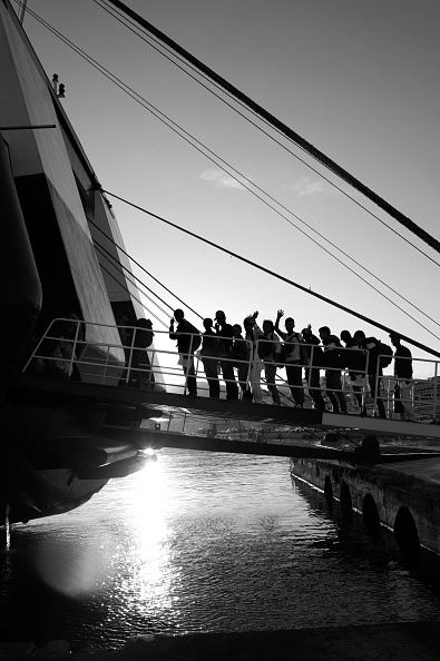 In A Row「Refugees On Lesbos」:写真・画像(3)[壁紙.com]