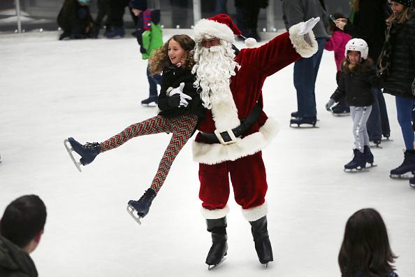 Christmas「Santa Claus Skates At NYC's Rockefeller Center Ice Rink To Mark Holiday Season」:写真・画像(8)[壁紙.com]