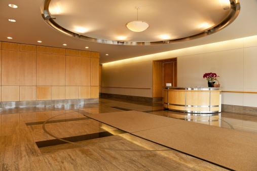 Empty Desk「Empty lobby area in office building」:スマホ壁紙(16)